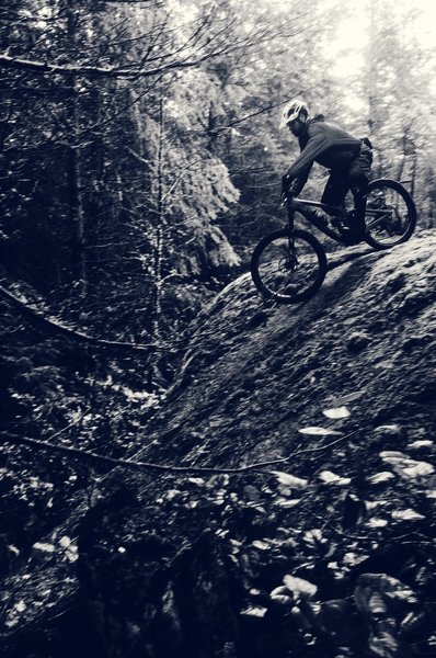Justin drops into the first of two optional rock-rolls on Devilscross.