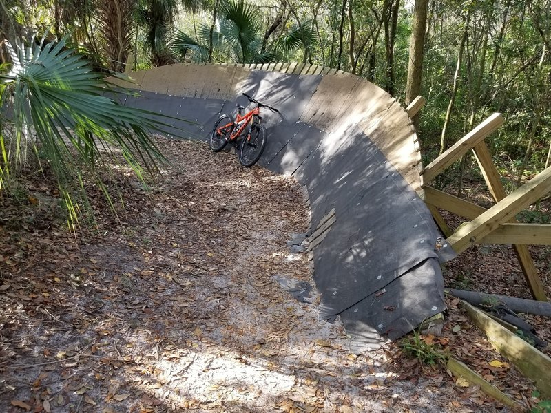 Right hand turn wall ride.