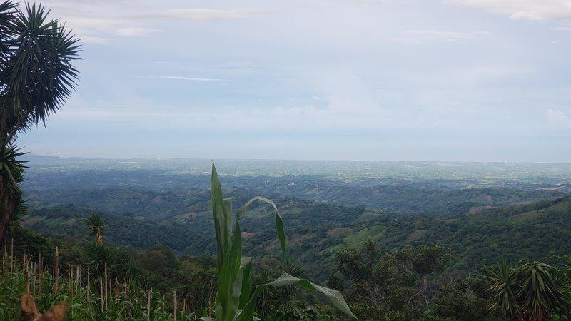 La costa Salvadoreña vista desde Cantón Quezalapa.