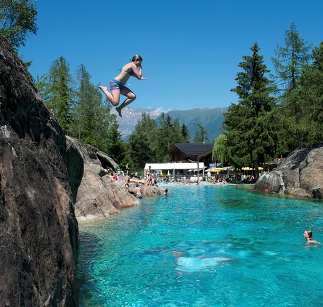The natural swimming pool at Zoo alpin des Marécottes.