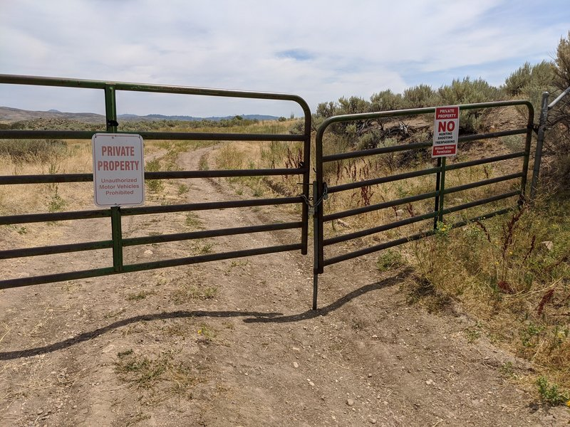 """Trailhead is on private land.  Not clear if OK to enter ... sign says """"no trespassing"""""""