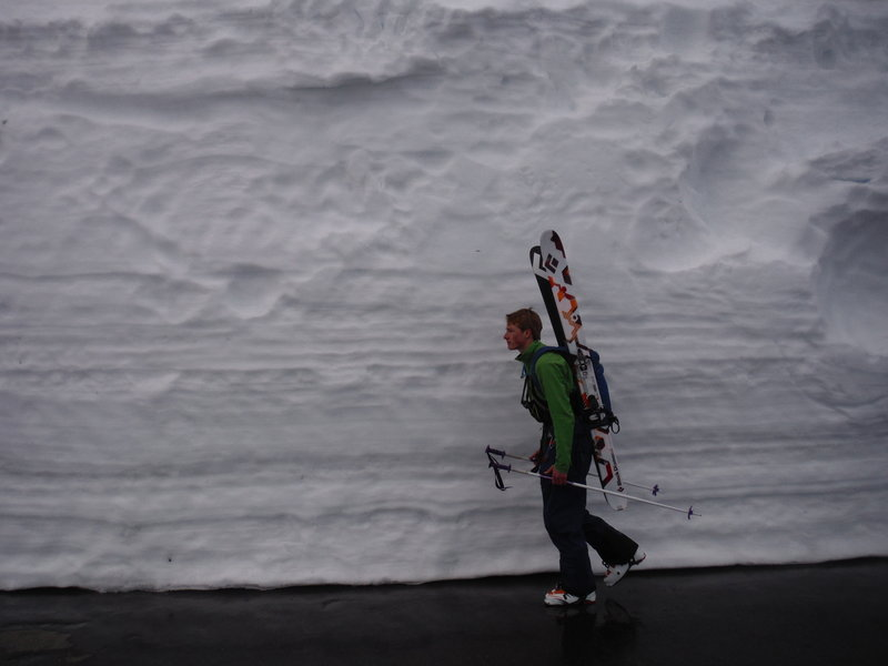 "What a ""usual"" spring time snowpack looks like at Paradise"