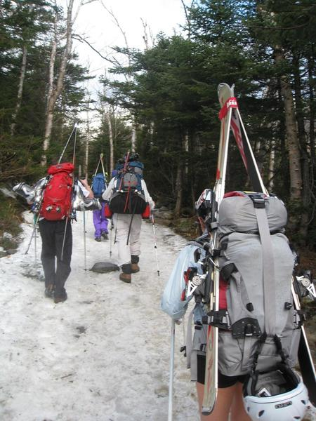 The hike up can get pretty busy on weekends during peak season.