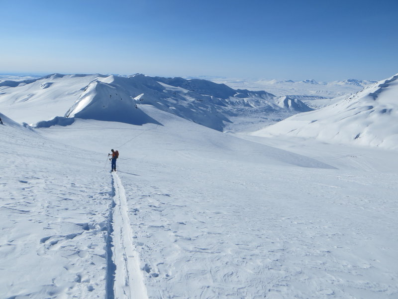 Looking back down the skin track above the flats on the ridge. College Glacier below on the right.