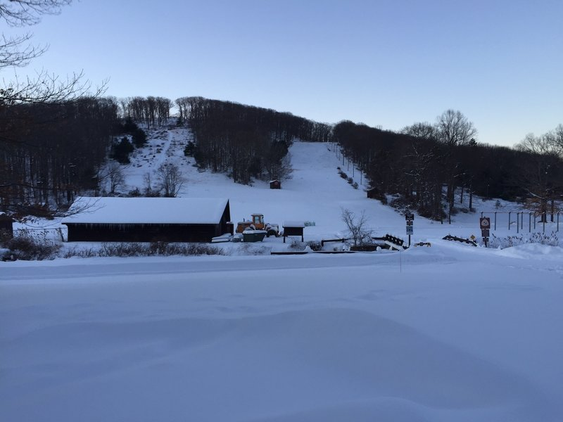 The parking area for the Main Run offers clear views of the 3 ski hills.