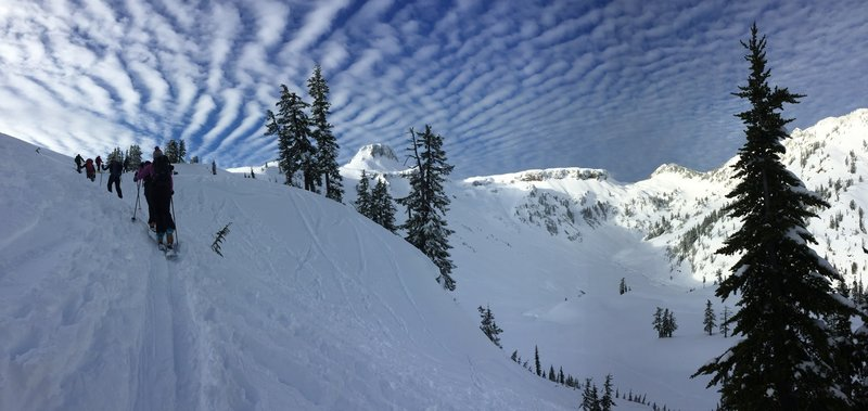 A crowded approach to Artist Point.