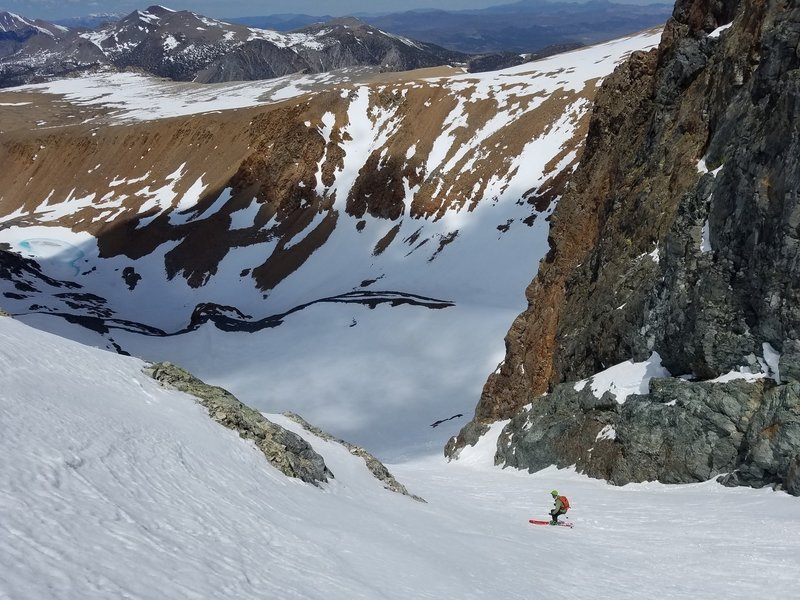 MW Skiing the couloir